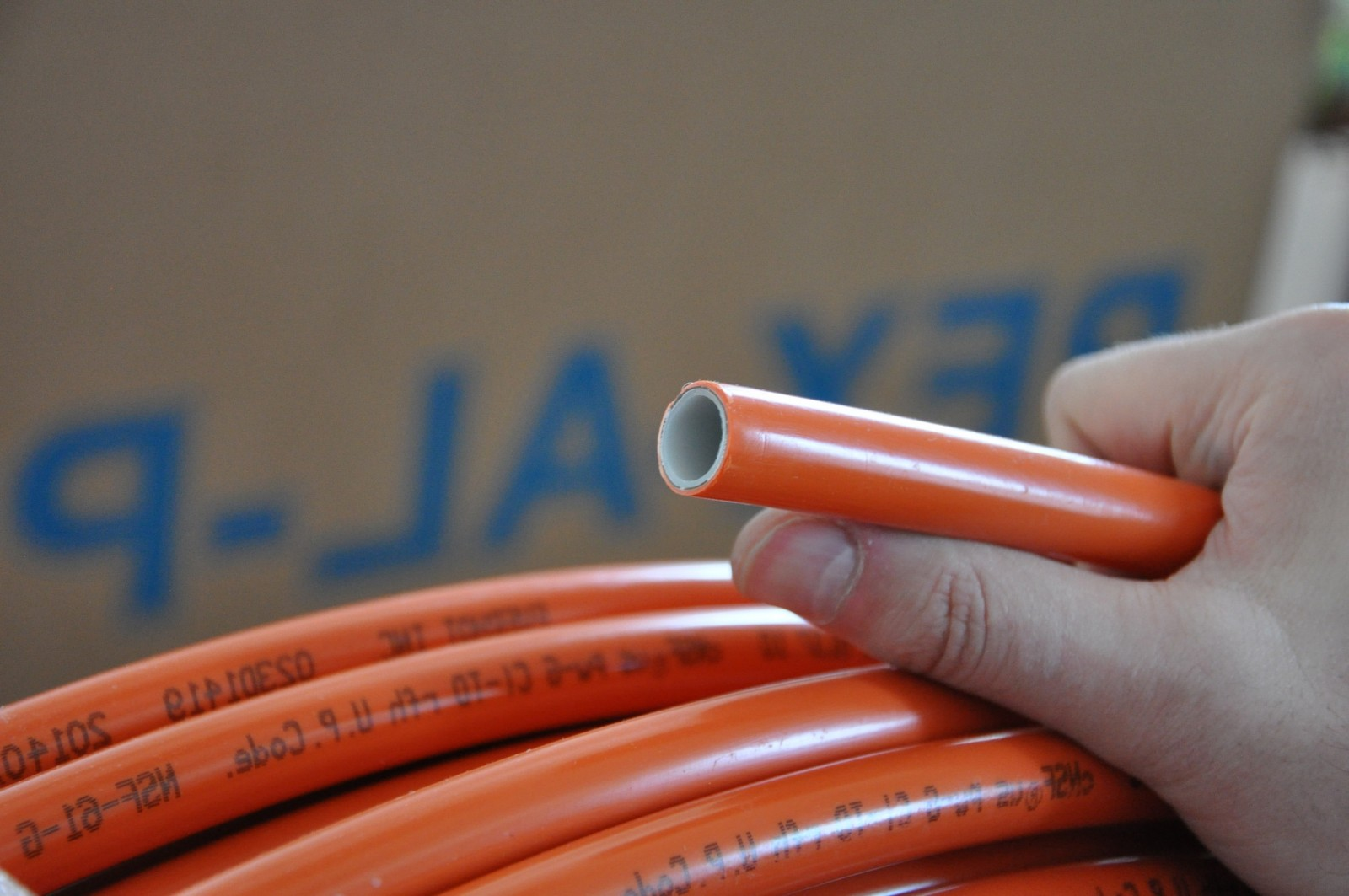 Сшитый полиэтилен или металлопластик для теплого пола: что 32